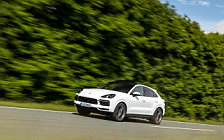Обои автомобили Porsche Cayenne Coupe (Carrara White Metallic) - 2019