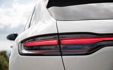 Обои автомобили Porsche Macan Turbo (Carrara White Metallic) - 2019